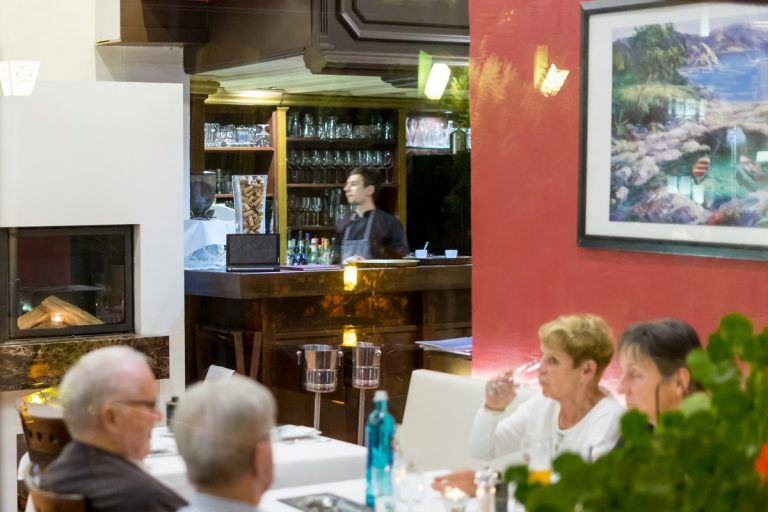 derkretaner-berlin-germany-restaurant-12